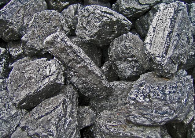 Colombia busca alternativas para exportar su carbón tras cierre de frontera con Venezuela