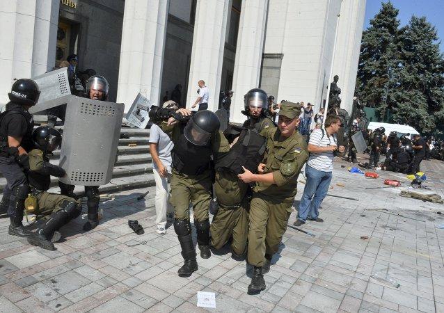 Herido durante enfrentamientos junto a la sede del Parlamento ucraniano