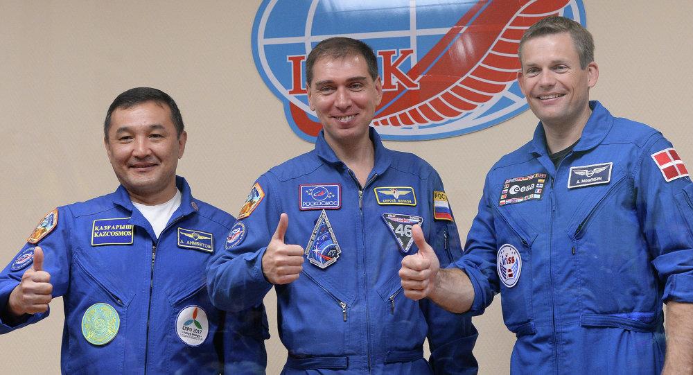 Cosmonautas Aydin Aimbétov, Serguéi Vólkov y Andreas Mogensen durante una rueda de prensa, el 1 de septiembre, 2015