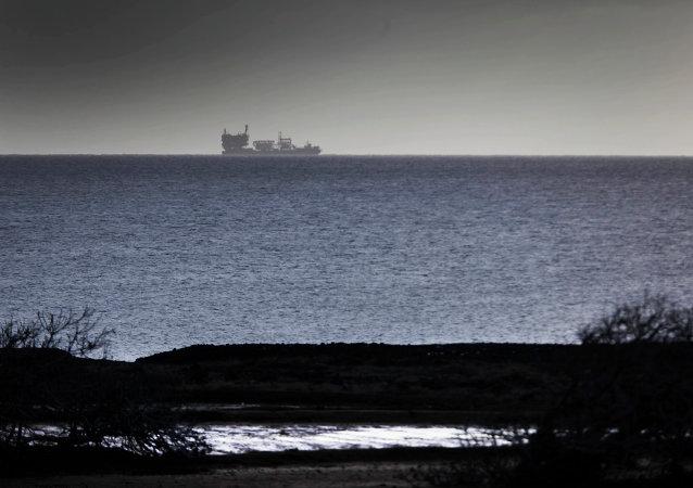 Rowan Renaissance, barco de la compañía española Repsol, explora petróleo y gas cerca de las Islas Canarias (archivo)