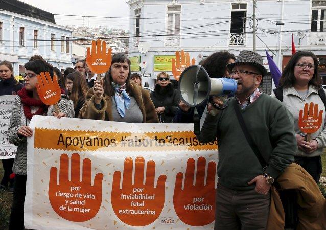 La manifestación en apoyo al proyecto de la ley del gobierno chileno que busca legalizar el aborto