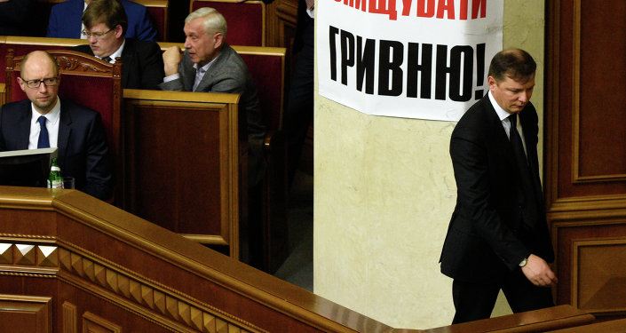 Primer ministro de Ucrania, Arseni Yatseniuk (izda.) y líder del Partido Radical de Ucrania, Oleg Liashkó (dcha.). Archivo