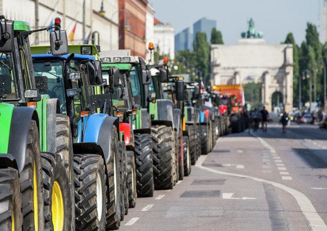 Tractores en el centro de Múnich durante la protesta, el 1 de septiembre, 2015