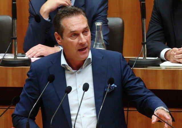 Heinz-Christian Strache, presidente del Partido de la Libertad de Austria (FPÖ), durante la sesión parlamentaria en Viena, el 1 de septiembre, 2015