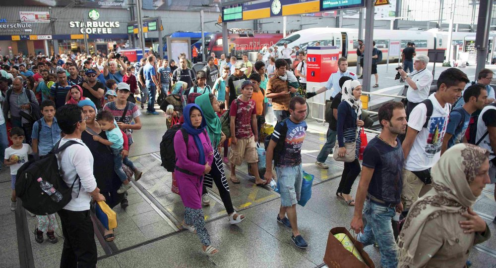 Migrantes vienen a la estación de Munich (archivo)