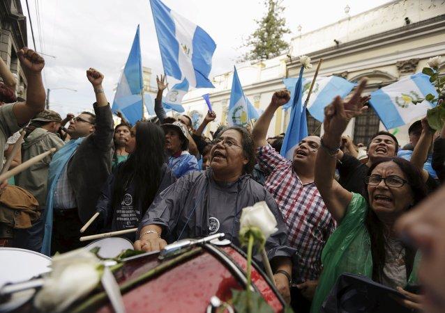 Manifestación frente al Congreso de Guatemala, el 1 de septiembre, 2015