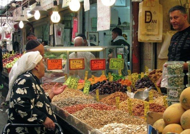 Mercado Majane Yehuda en Jerusalén está especialmente animado en víspera de Shabat