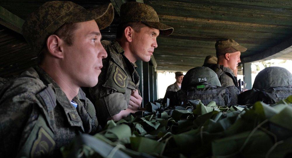 Los ejercicios de soldados rusos