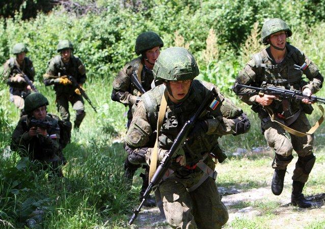 Militares rusos durante unos ejercicios (archivo)