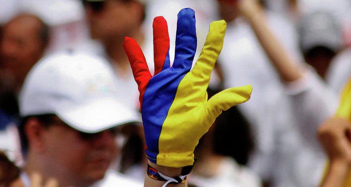 El guante de colores de bandera de Colombia (archivo)