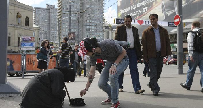 ANTENA 3 TV Dos jóvenes rusos escalan hasta lo alto