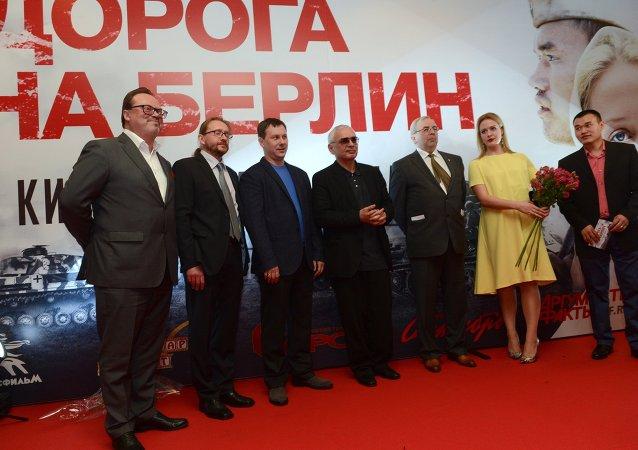 Equipo de 'Camino a Berlín' durante el estreno de la película en Moscú