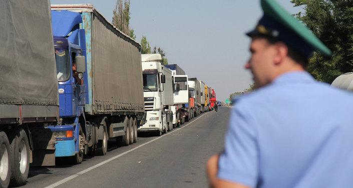 Camiones en la frontera ruso-ucraniana (archivo)