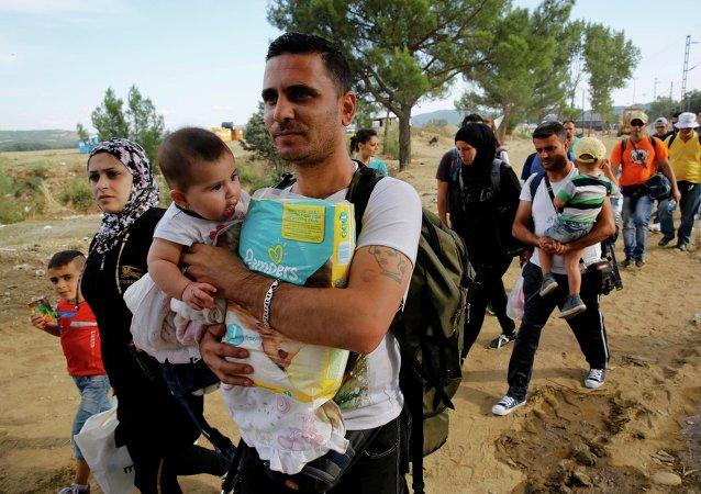 La crisis migratoria es producto de la política de Occidente, según politólogo