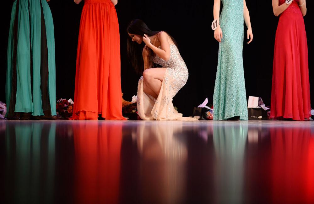 Participante del concurso Miss Veliki Nóvgorod 2015, celebrado en la ciudad homónima de Rusia