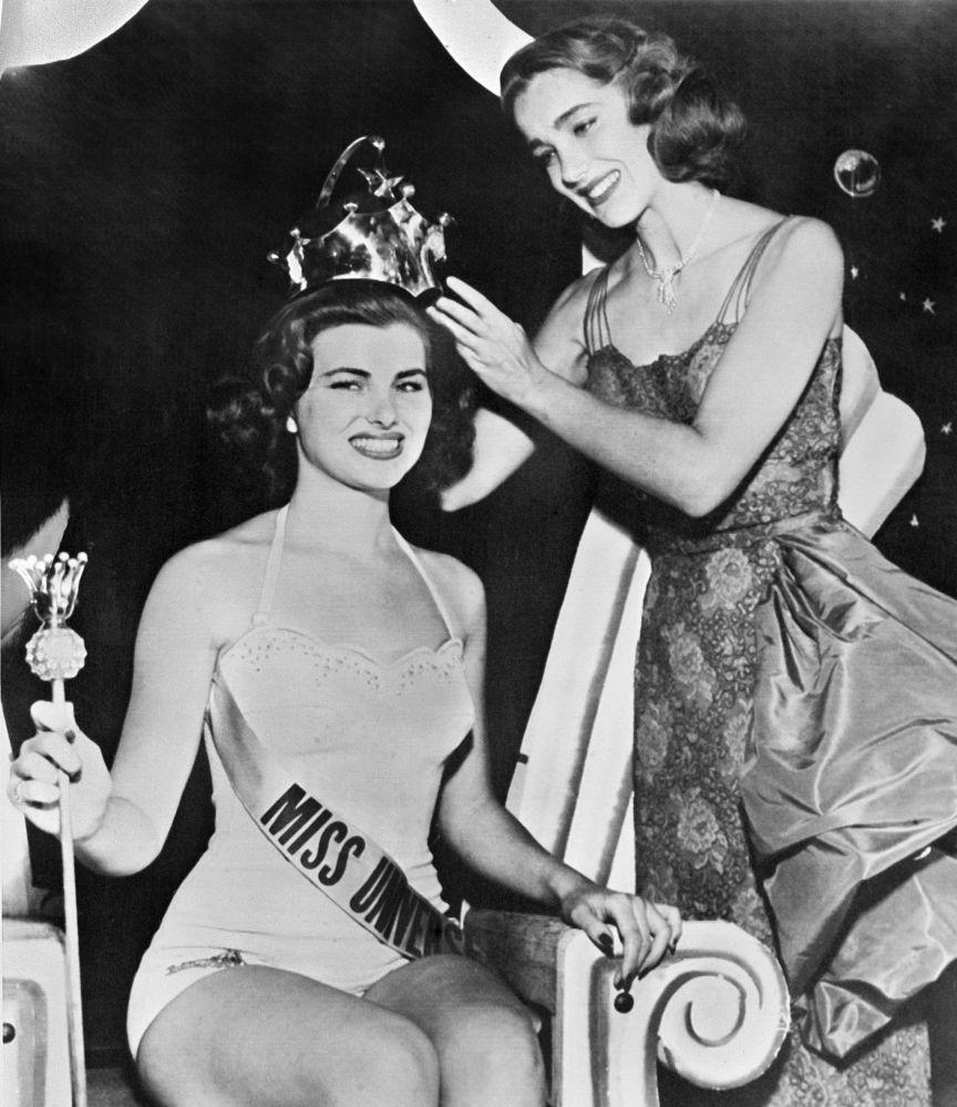 La Miss Universo 1953 fue la francesa Julia Adams