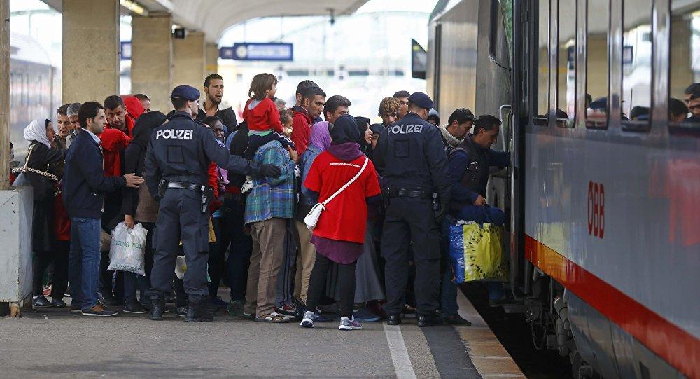Migrantes cogen el tren a Alemania en Viena