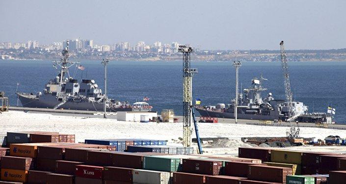 Tensan la frontera de Rusia: buques de la OTAN se reúnen