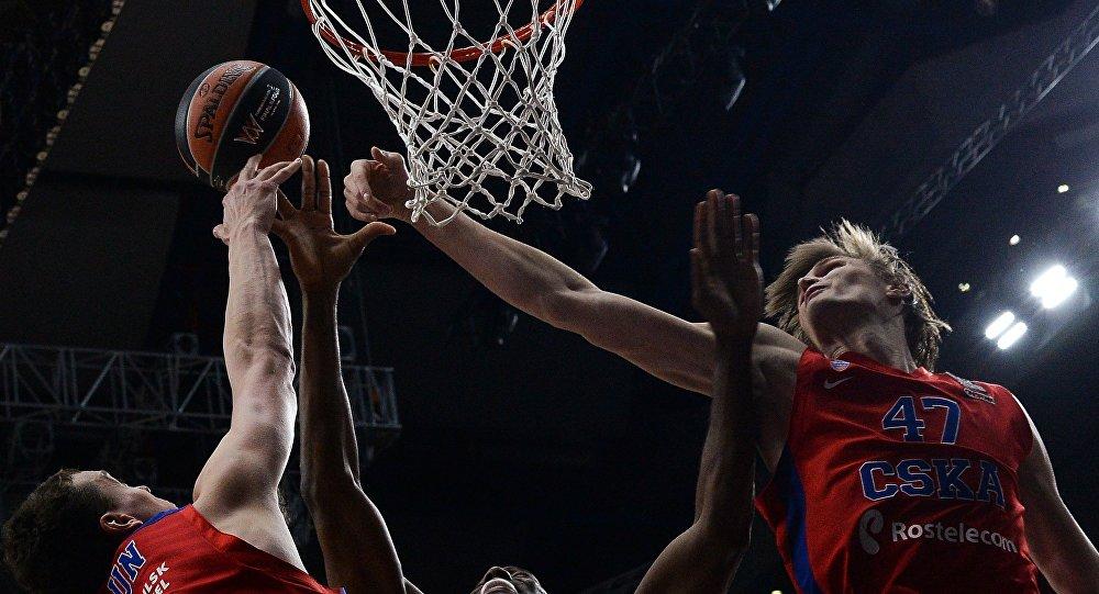 Baloncestistas Alexander Kaun y  Andréi Kirilenko