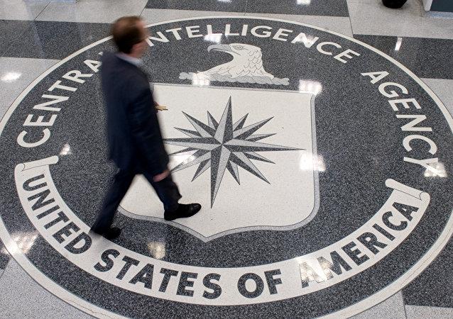 Logo de la CIA en la sede de la organización