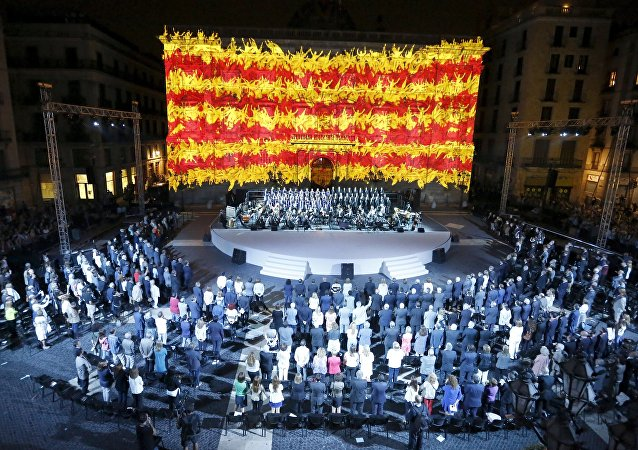 Bandera de Cataluña proyectada en Palacio de la Generalitat durante el Día de Cataluña