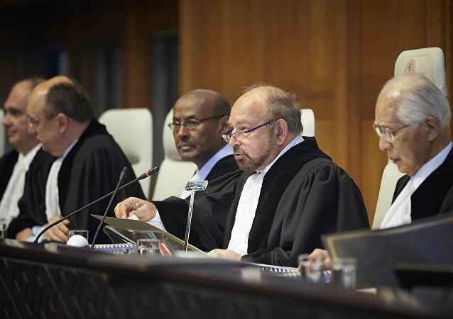 Los miembros de la Comisión de Arbitraje de la CIJ por el caso Bolivia vs. Chile
