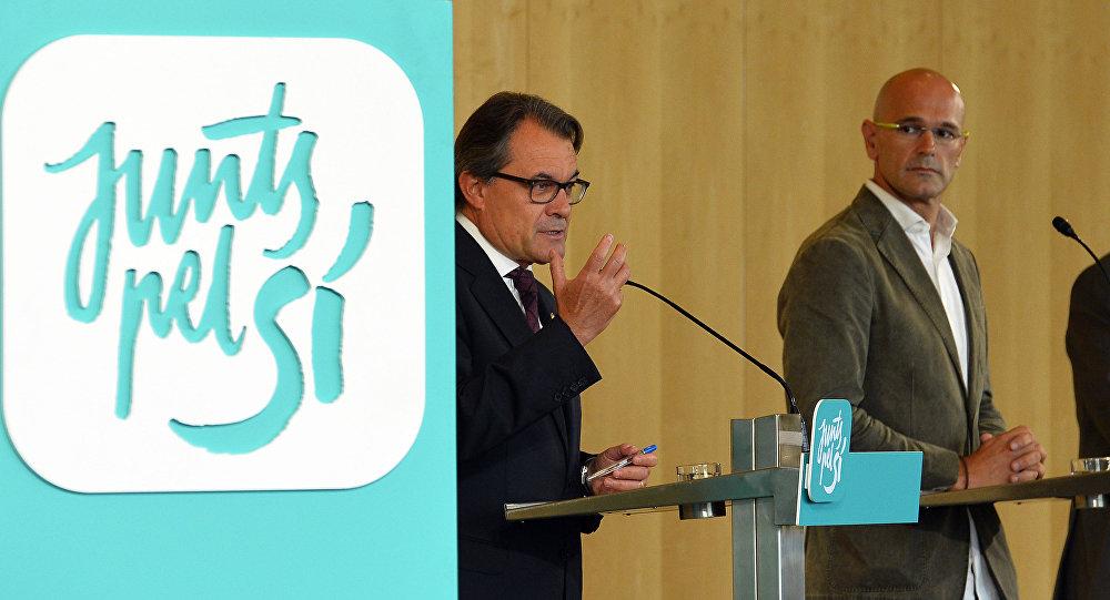 Raül Romeva, el cabeza de lista de Junts pel Sí, y presidente de Cataluña, Artur Mas