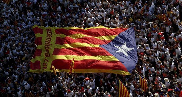 Independentistas catalanes superan la mayoría absoluta, según últimos sondeos