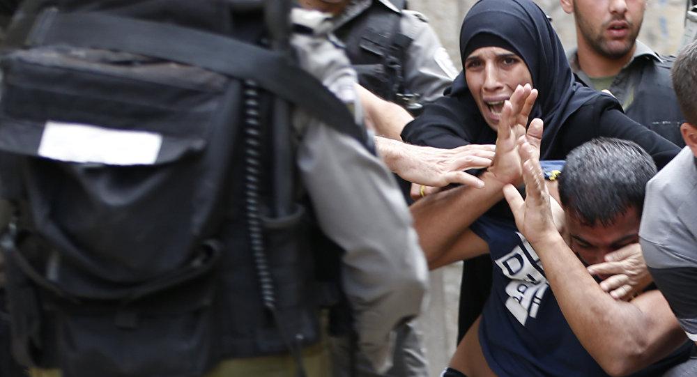 Muslimes palestinos chocan con fuerzas policiales, Jerusalén