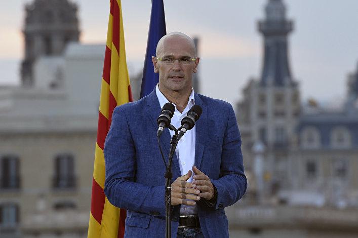 El cabeza de lista de Junts pel Sí (Juntos por el Sí), Raül Romeva, pronuncia un discurso