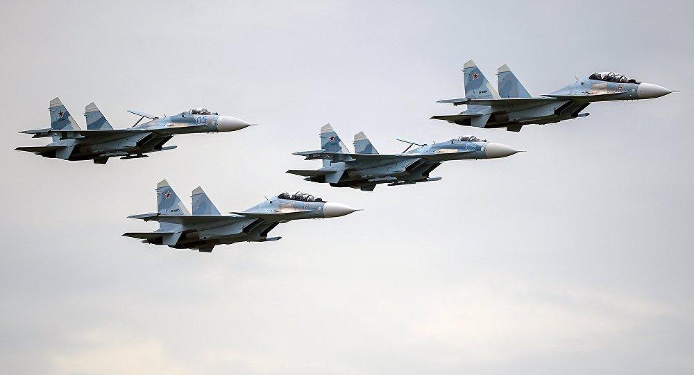 Aviones de combate Su-27 y Su-30