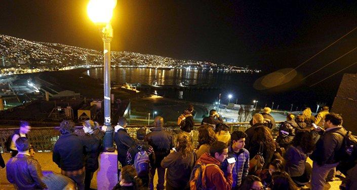 Fuerte sismo y alerta de tsunami en Chile