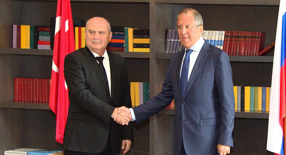 Reunión de ministro ruso de Exteriores, Serguéi Lavrov, y su homólogo turco, Feridun Sinirlioğlu
