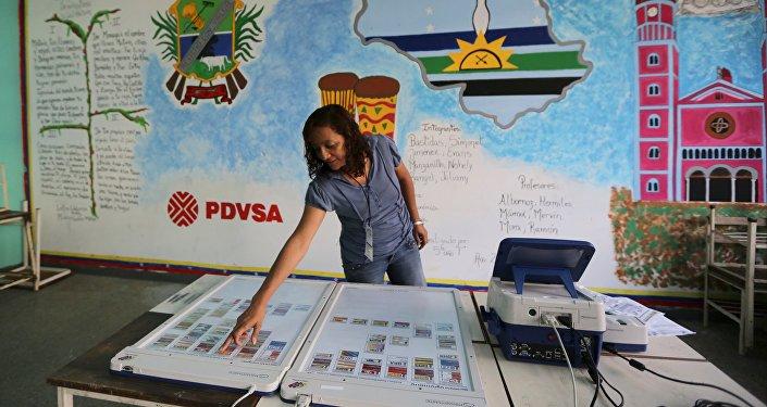 En un colegio electoral en Caracas