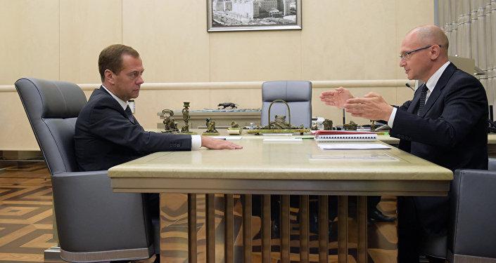 Primer ministro de Rusia, Dmitri Medvédev y director general de Rosatom, Serguéi Kirienko