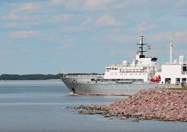 El buque ruso de salvamento Igor Belousov