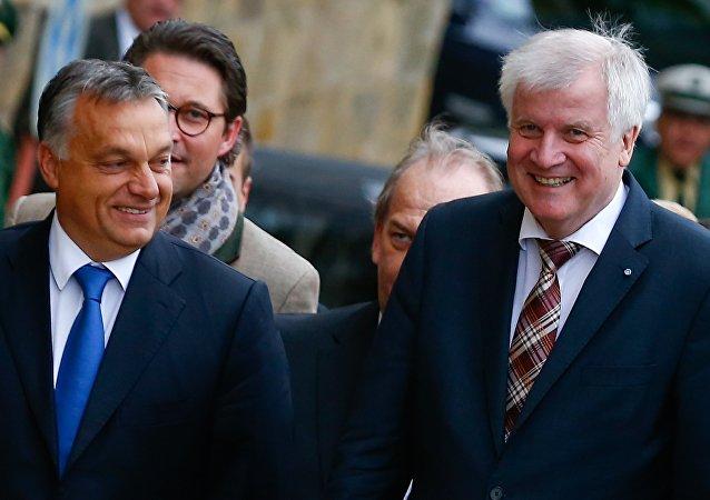 Viktor Orbán, primer ministro de Hungría, y Horst Seehofer, presidente del Estado federado de Baviera, el 23 de septiembre, 2015