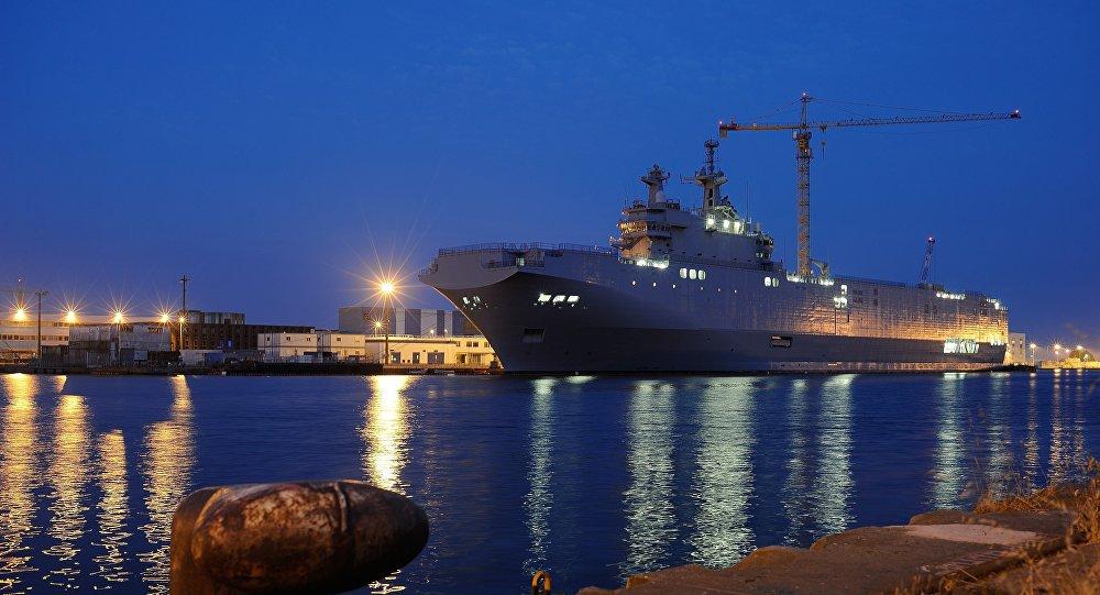 Portahelicóptero Vladivostok de la clase Mistral en el astillero de Saint-Nazaire, Francia