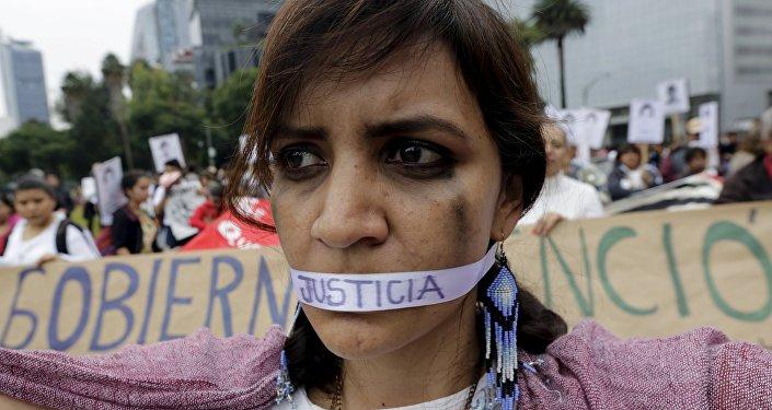 Un año de la masacre de los estudiantes de magisterio rural de Ayotzinapa. Manifestación, Ciudad de México