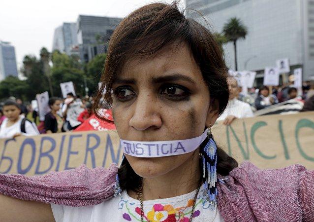 Un año de la masacre de los estudiantes de magisterio rural de Ayotzinapa. Manifestación, Ciudad de México (archivo)