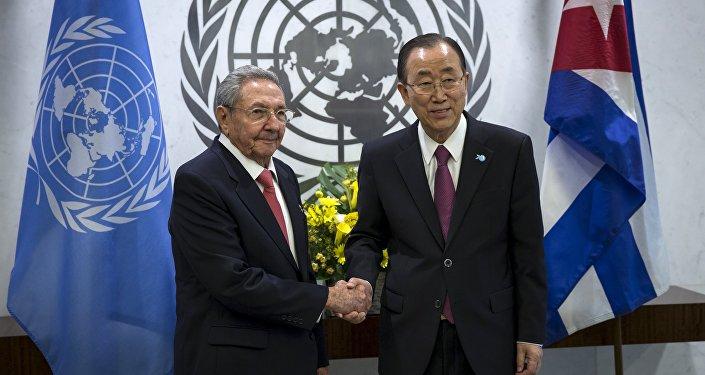 El secretario general de la ONU, Ban Ki-moon, y el presidente de Cuba, Raúl Castro
