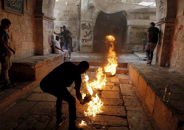 Enfrentamientos entre fuerzas israelíes y palestinos en Explanada de las Mezquitas