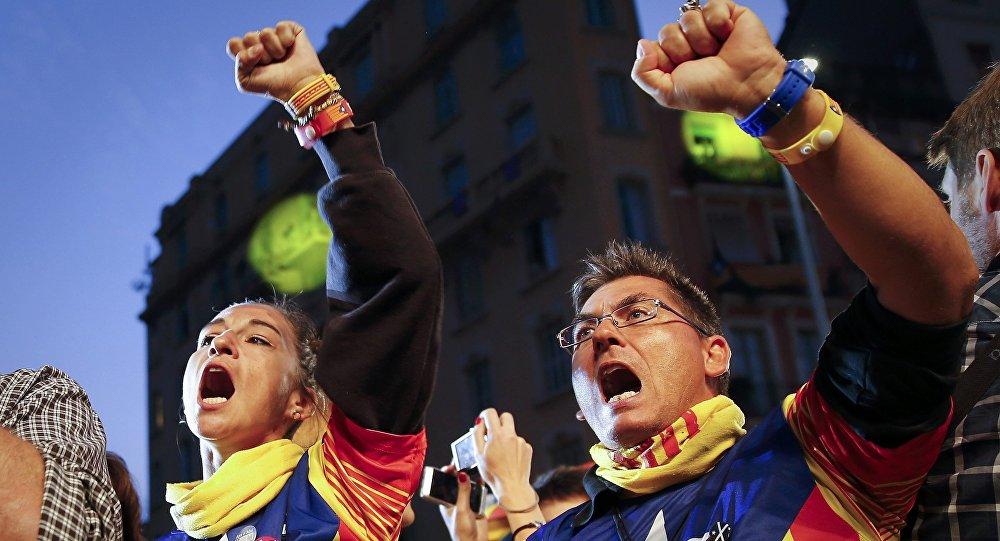 Personas a favor de la independencia de Cataluña (archivo)