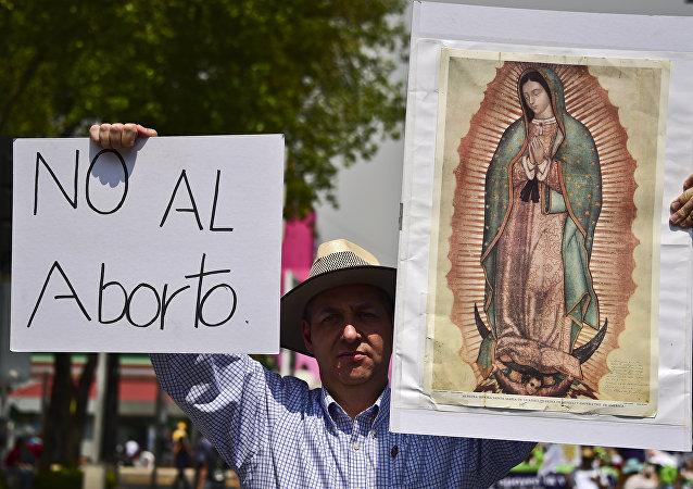 Protesta contra la aprobación de la ley a favor del aborto