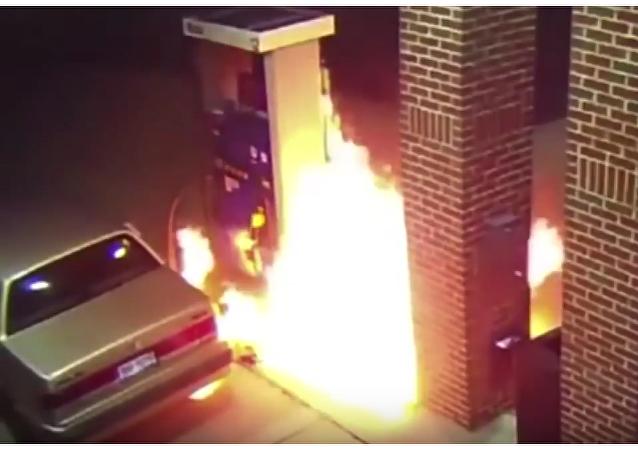 Provoca incendio al intentar matar una araña