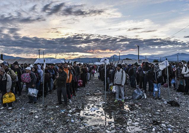 Refugiados y migrantes en la frontera entre Grecia y Macedonia (archivo)