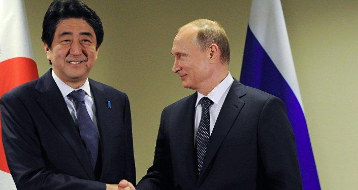 Primer ministro de Japón, Shinzo Abe, y presidente de Rusia, Vladímir Putin