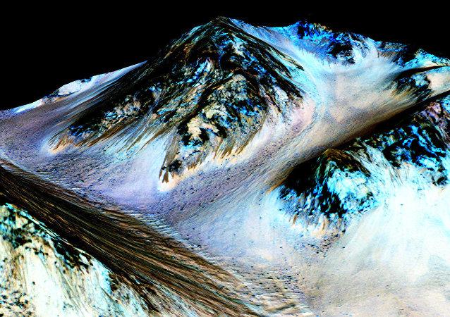 La NASA considera la vida en Marte tras confirmar agua en su superficie