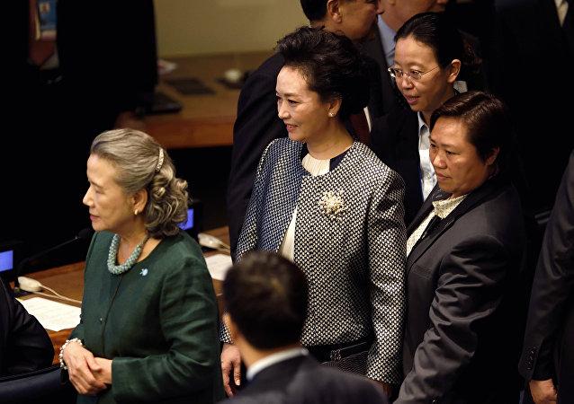 Peng Liyuan, primera dama de China (centro)