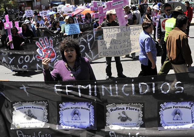 Participantes de CIDEM (Centro de Información y Desarrollo de la Mujer) protestan en La Paz en el Día Internacional de la Eliminación de la Violencia contra la Mujer, Bolivia